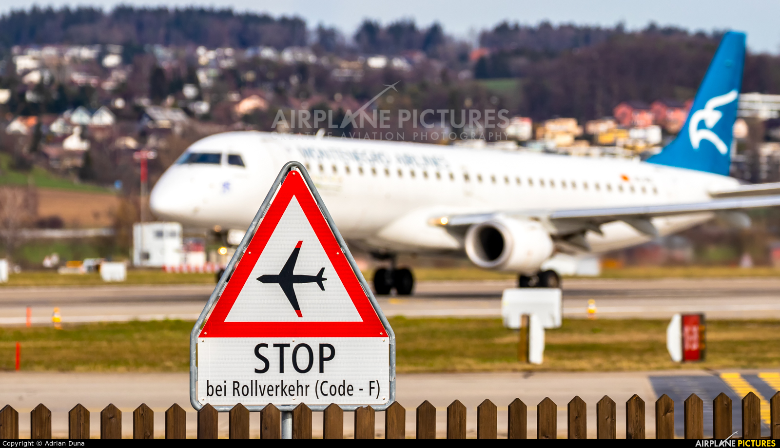 - Airport Overview - aircraft at Zurich