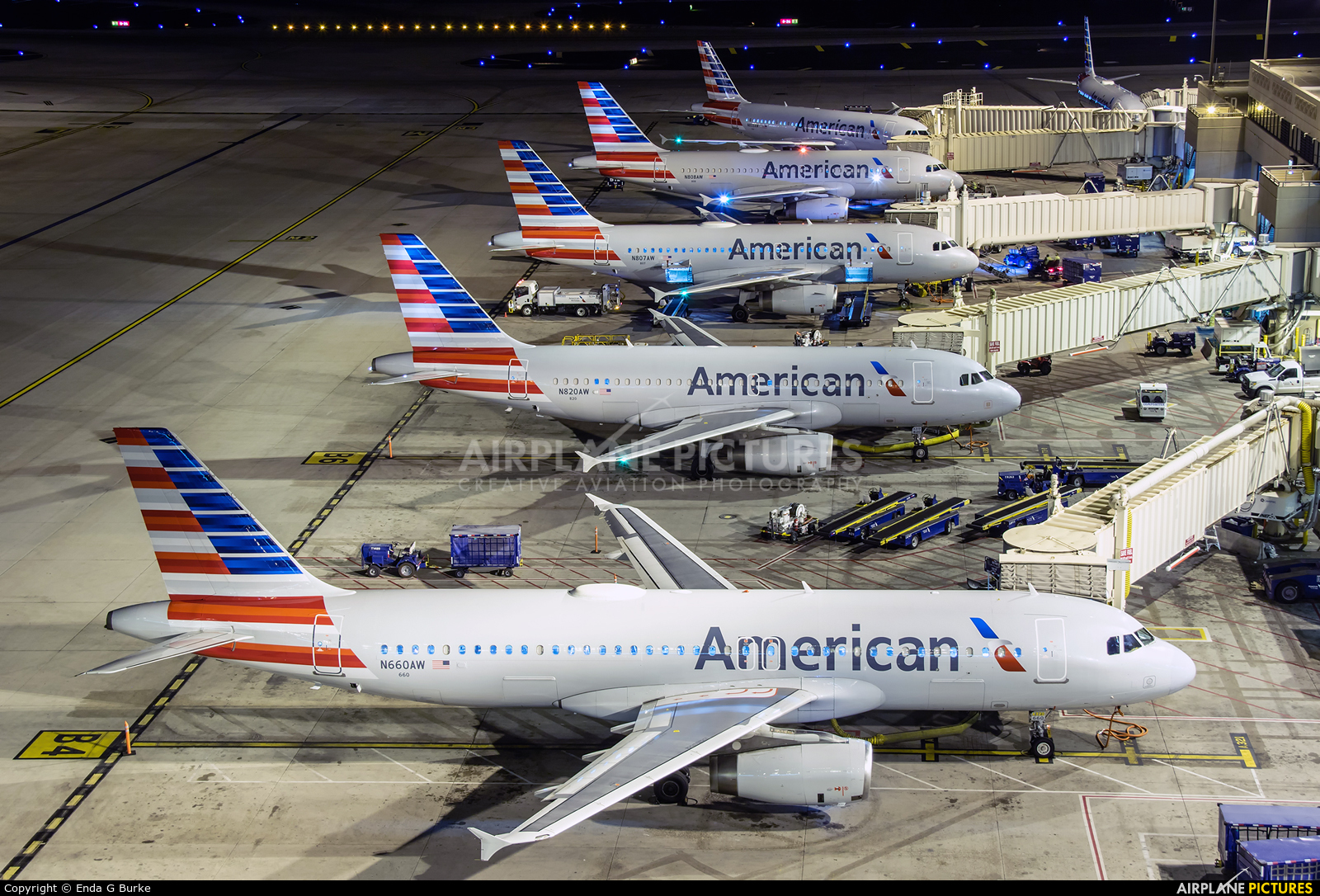 American Airlines N660AW aircraft at Phoenix - Sky Harbor Intl