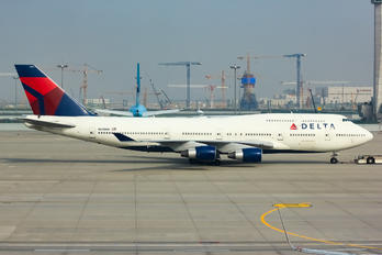 N675NW - Delta Air Lines Boeing 747-400