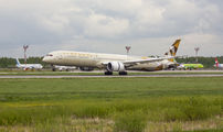 Etihad Airways Boeing 787-10 visited Moscow title=