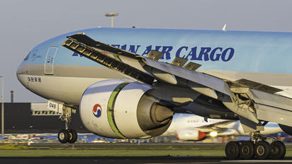 HL8046 - Korean Air Cargo Boeing 777F