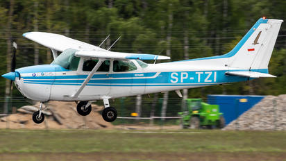 SP-TZI - Private Cessna 172 Skyhawk (all models except RG)