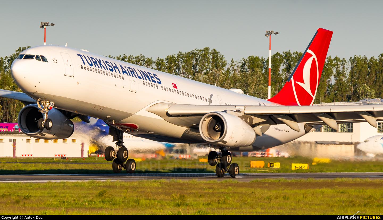 Turkish Airlines TC-LOD aircraft at Warsaw - Frederic Chopin