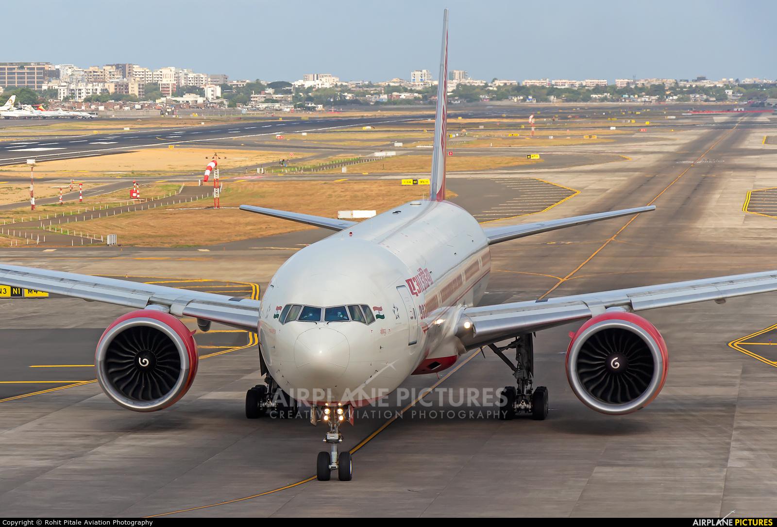 Air India VT-ALQ aircraft at Mumbai - Chhatrapati Shivaji Intl