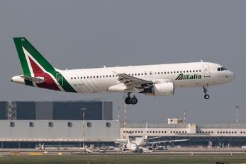 EI-DSL - Alitalia Airbus A320