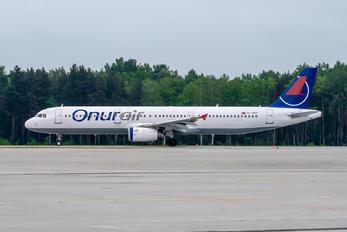 TC-OEC - Onur Air Airbus A321