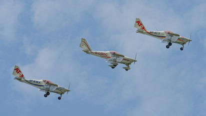 - - 3AT3 Formation Flying Team Aero AT-3 R100