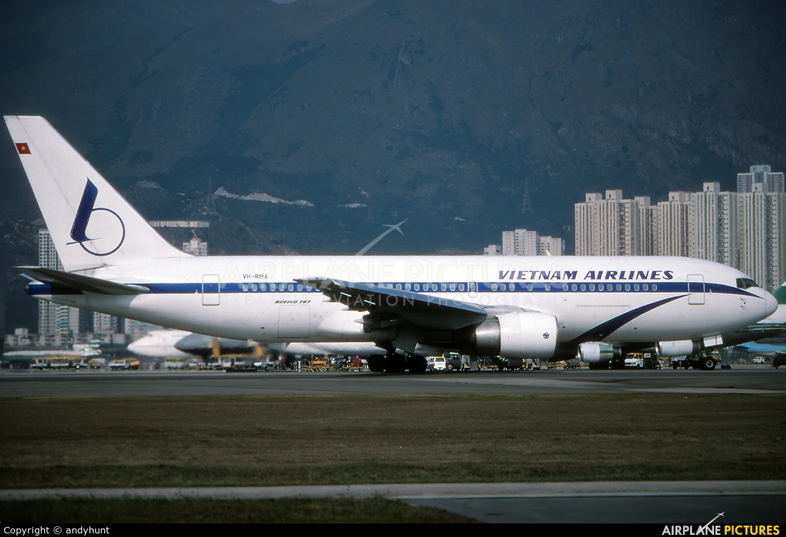 Vietnam Airlines VH-RMA aircraft at HKG - Kai Tak Intl CLOSED
