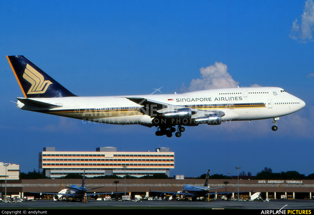Singapore Airlines N122KH aircraft at Singapore - Changi
