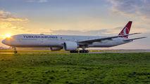 Boeing 777-300ER of Turkish Airlines visited Warsaw title=