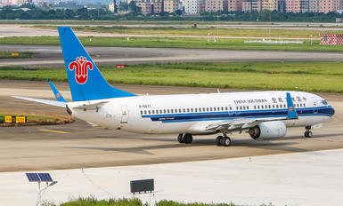 B-5677 - Boeing Company Boeing 737-800