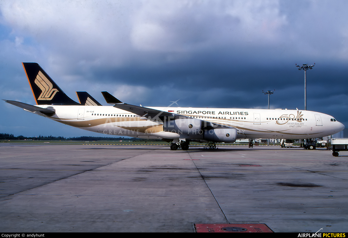 Singapore Airlines 9V-SJE aircraft at Singapore - Changi