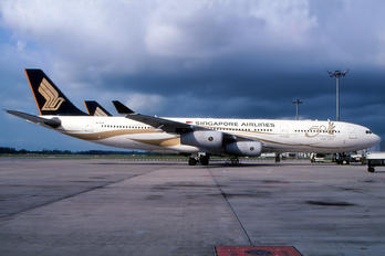 9V-SJE - Singapore Airlines Airbus A340-300