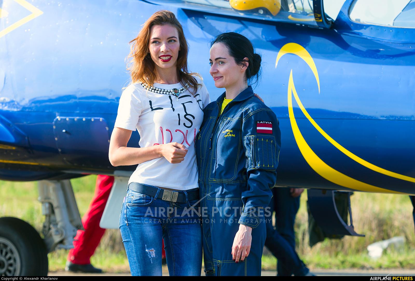 - Aviation Glamour - aircraft at Novotitarovskaya-Azimut