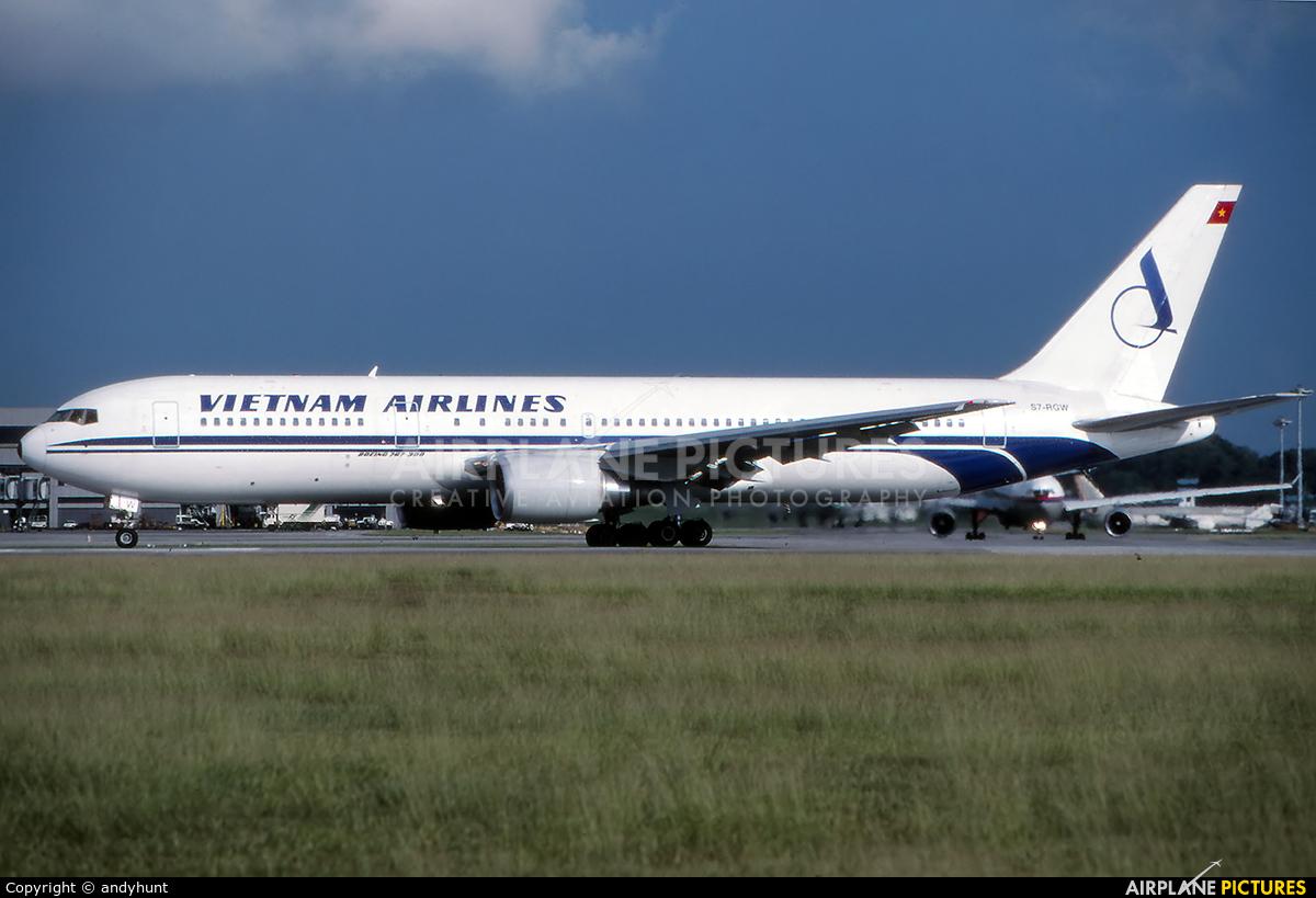 Vietnam Airlines S7-RGW aircraft at Singapore - Changi