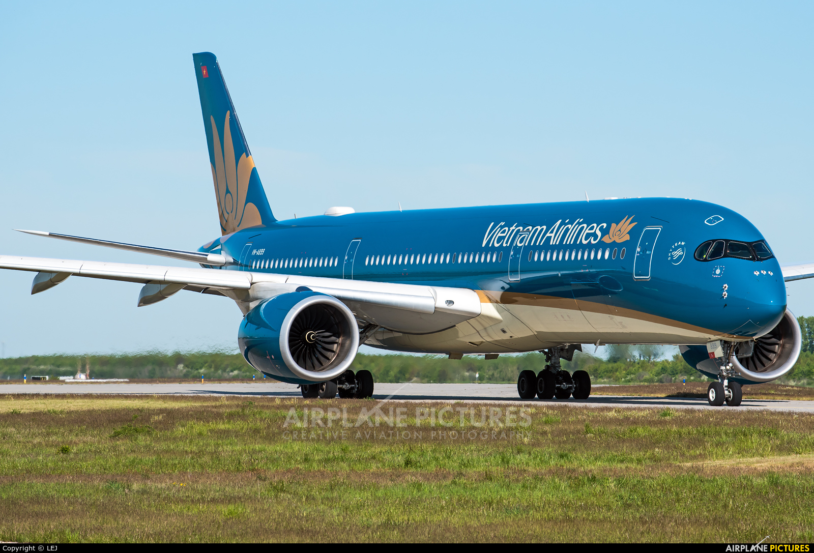 Vietnam Airlines VN-A899 aircraft at Leipzig - Halle