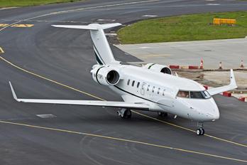 M-TOPI - Private Bombardier Challenger 605