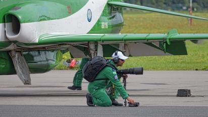 8816 - Saudi Arabia - Air Force: Saudi Hawks - Airport Overview - Military Personnel