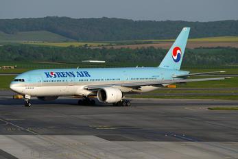 HL7526 - Korean Air Boeing 777-200ER
