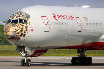 EI-UNP - Rossiya Boeing 777-300
