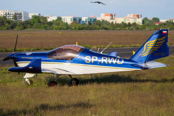 SP-RWD - Golden Wings Aero AT-3 R100