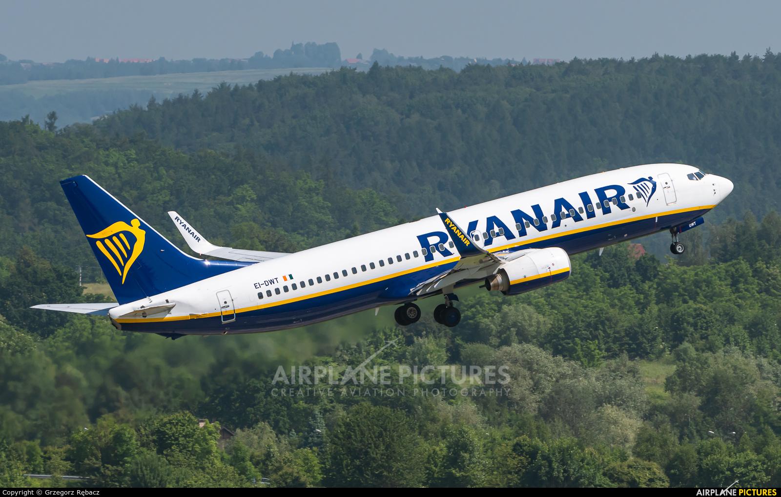 Ryanair EI-DWT aircraft at Kraków - John Paul II Intl
