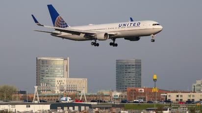 N646UA - United Airlines Boeing 767-300ER