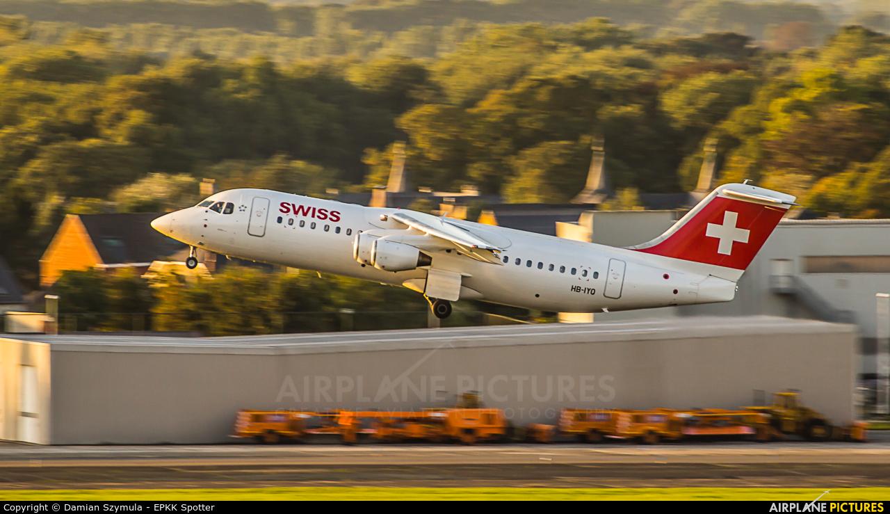 Swiss HB-IYO aircraft at Brussels - Zaventem