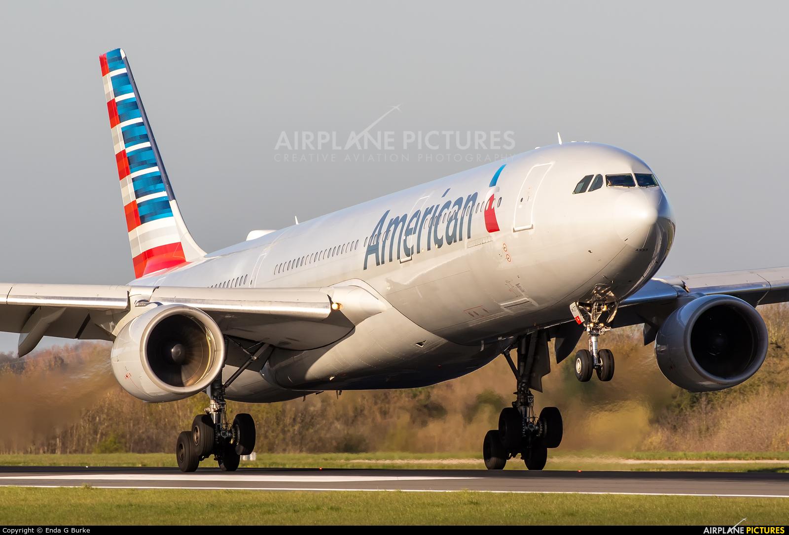 American Airlines N271AY aircraft at Manchester