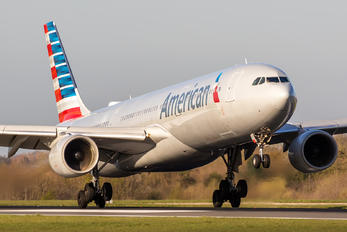N271AY - American Airlines Airbus A330-300