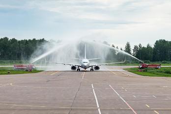 YP-BZZ - Smartavia Boeing 737-700