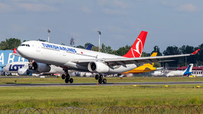 TC-LOL - Turkish Airlines Airbus A330-300