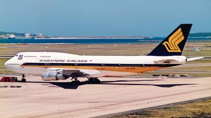 9V-SKM - Singapore Airlines Boeing 747-300