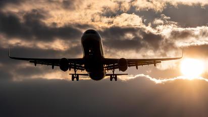 HA-LXS - Wizz Air Airbus A321