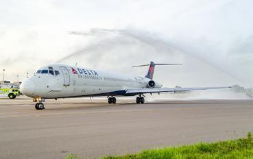 N917DL - Delta Air Lines McDonnell Douglas MD-88