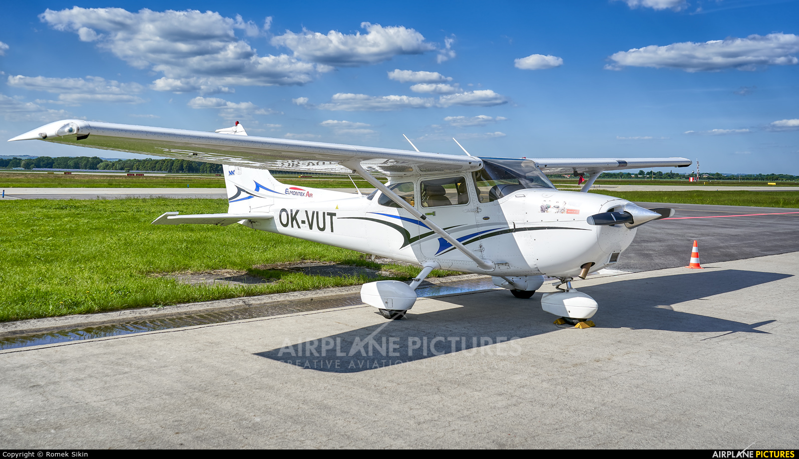 Elmontex Air OK-VUT aircraft at Ostrava Mošnov