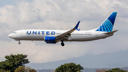 N37290 - United Airlines Boeing 737-800