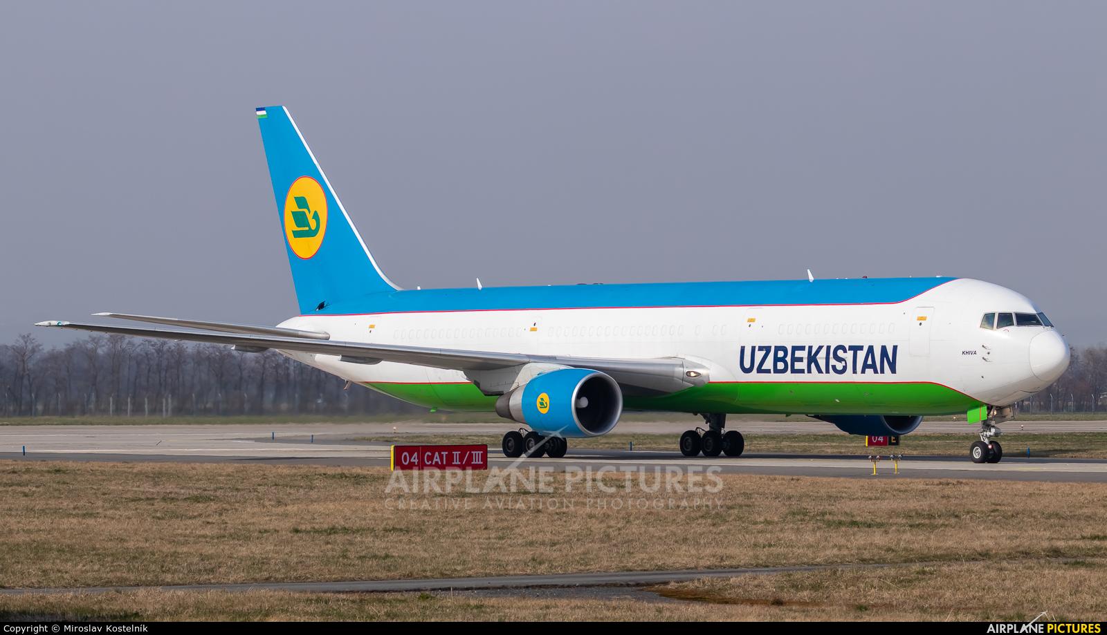 Uzbekistan Airways UK67002 aircraft at Ostrava Mošnov