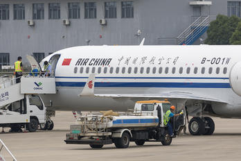 B-001W - Air China COMAC ARJ21-700 Xiangfeng