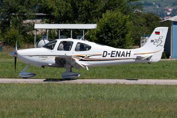 D-ENAH - Private Cirrus SR22