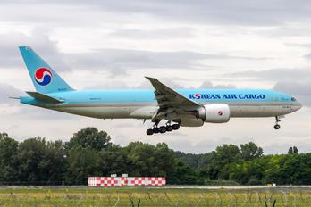 HL8077 - Korean Air Cargo Boeing 777F