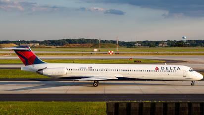 N912DE - Delta Air Lines McDonnell Douglas MD-88