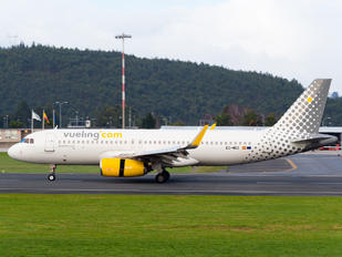 EC-MDZ - Vueling Airlines Airbus A320