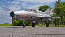9233 - Poland - Air Force Mikoyan-Gurevich MiG-21UM aircraft