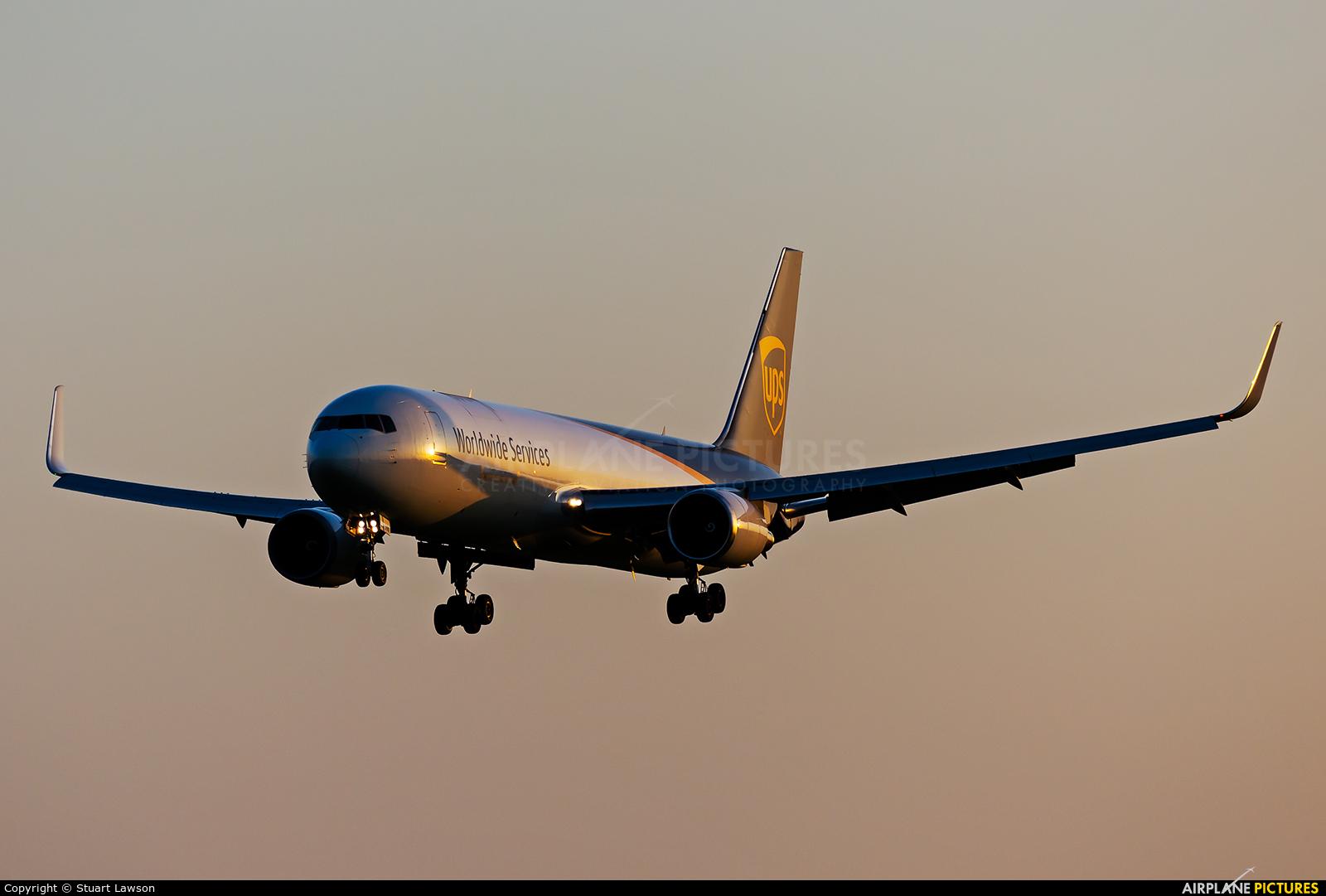UPS - United Parcel Service N318UP aircraft at East Midlands