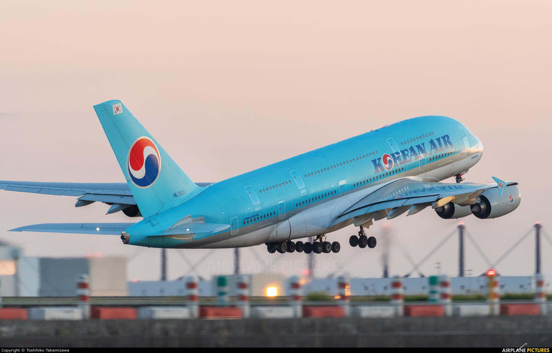 Korean Air HL7611 aircraft at Paris - Charles de Gaulle