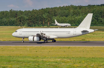 LY-NVV - Avion Express Airbus A320