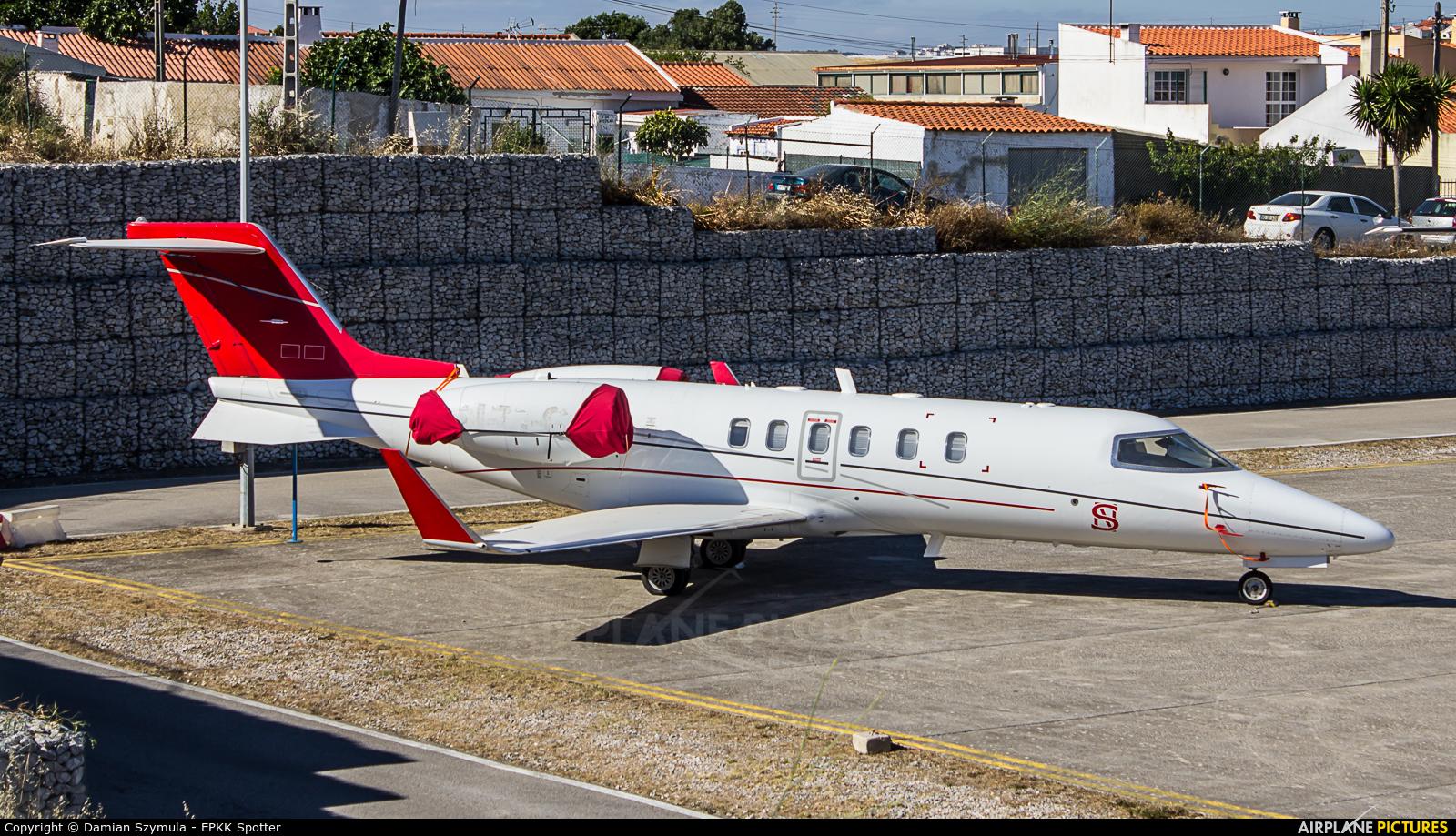 Private N77CJ aircraft at Cascais