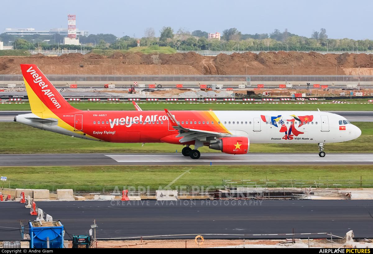 VietJet Air VN-A657 aircraft at Singapore - Changi