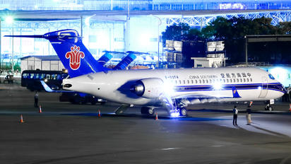 B-605W - China Southern Airlines COMAC ARJ21-700 Xiangfeng